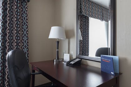 Living Area | Holiday Inn Express & Suites Seattle North - Lynnwood