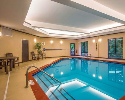 Pool | Comfort Suites Simpsonville