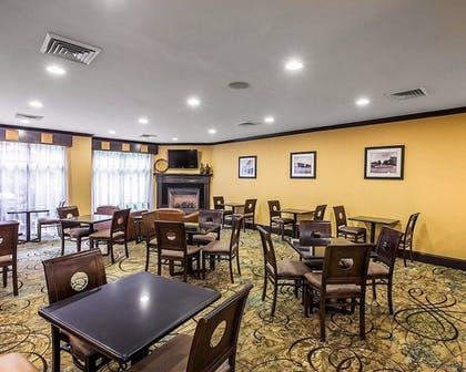 Breakfast Area | Comfort Suites Simpsonville