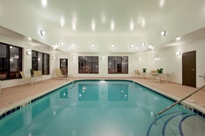 Pool | Holiday Inn Express Hotel & Suites Peru - Lasalle Area