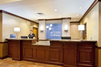 Lobby | Holiday Inn Express Hotel & Suites Peru - Lasalle Area
