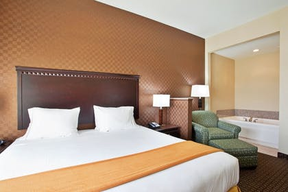 Guestroom | Holiday Inn Express Hotel & Suites Peru - Lasalle Area