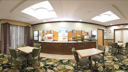 Breakfast Area | Holiday Inn Express Hotel & Suites Peru - Lasalle Area