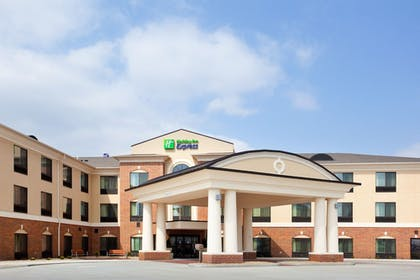 Exterior | Holiday Inn Express Hotel & Suites Peru - Lasalle Area