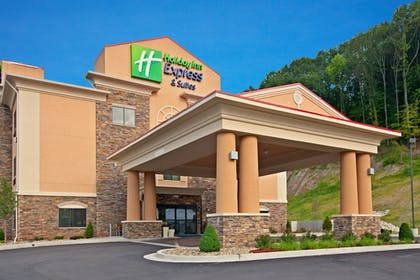Exterior | Holiday Inn Express Hotel & Suites RIPLEY