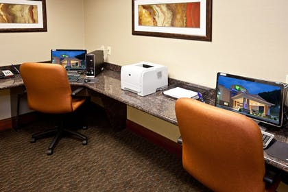 Business Center | Holiday Inn Express Hotel & Suites RIPLEY