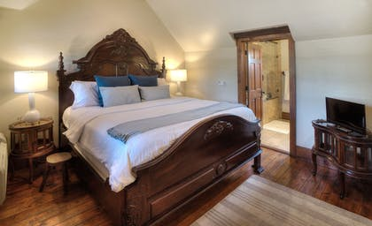 Guestroom   The Lodge Above Town Creek