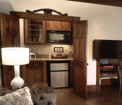 In-Room Kitchenette | The Lodge Above Town Creek