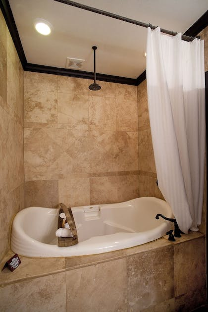 Jetted Tub | The Lodge Above Town Creek