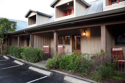 Hotel Entrance | The Lodge Above Town Creek