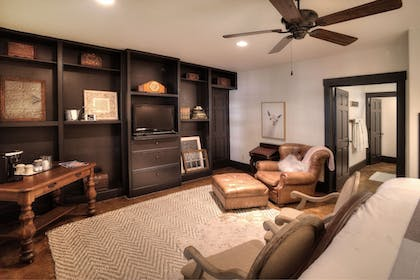 Guestroom | The Lodge Above Town Creek