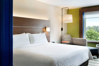 Guestroom | Holiday Inn Express And Suites Omaha Downtown - Airport