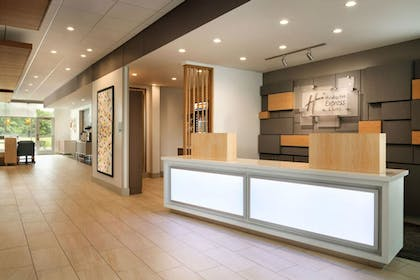 Lobby | Holiday Inn Express And Suites Omaha Downtown - Airport