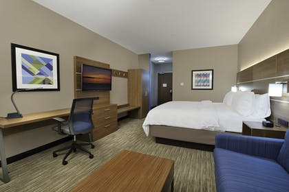 Room | Holiday Inn Express & Suites Dallas-Frisco NW Toyota Stdm