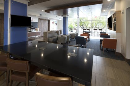 Restaurant | Holiday Inn Express And Suites Auburn