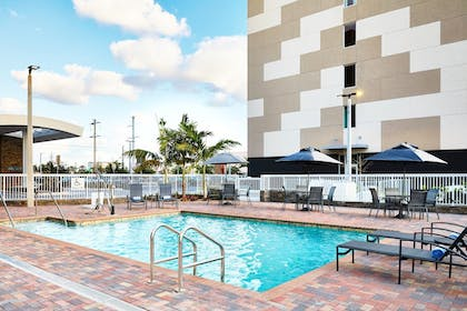 Outdoor Pool | AC Hotel by Marriott Miami Airport West/Doral