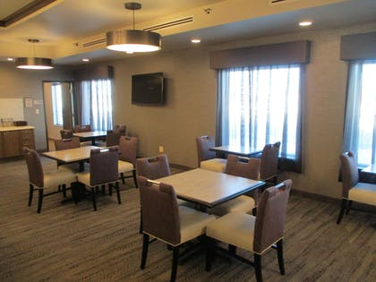 Breakfast Area | Best Western Plus Rapid City Rushmore