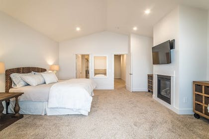 Guestroom | Seagate: Starboard~coos Bay~premiere Property