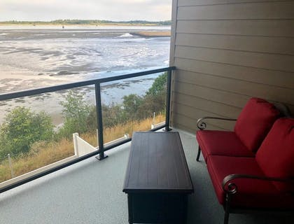Balcony | Seagate: Starboard~coos Bay~premiere Property