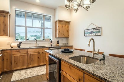 In-Room Kitchen | Seagate: Starboard~coos Bay~premiere Property