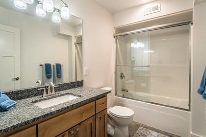 Bathroom | Seagate: Starboard~coos Bay~premiere Property