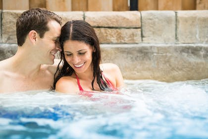 Outdoor Spa Tub | The Kartrite Resort & Indoor Waterpark