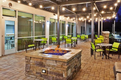 Outdoor Dining | SpringHill Suites by Marriott Montgomery Prattville/Millbrook