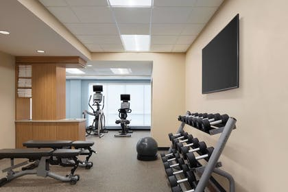 Sports Facility | TownePlace Suites by Marriott Dubuque Downtown
