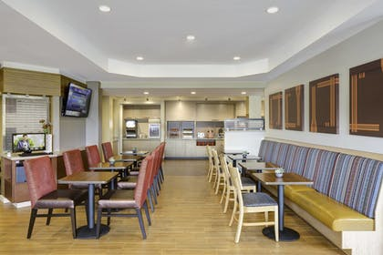 Breakfast Area | TownePlace Suites by Marriott Dubuque Downtown