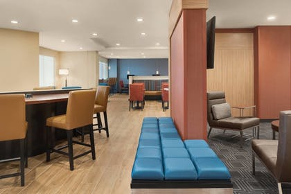 Lobby | TownePlace Suites by Marriott Dubuque Downtown