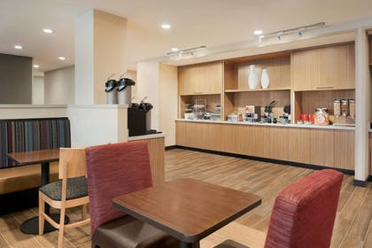 Restaurant | TownePlace Suites by Marriott Dubuque Downtown