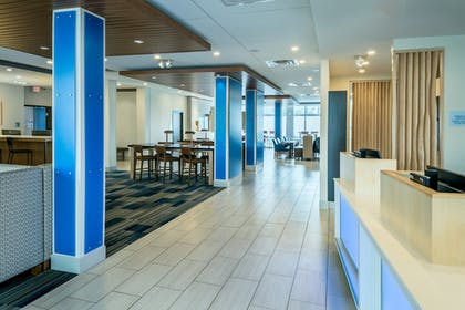Lobby | Holiday Inn Express & Suites Medford