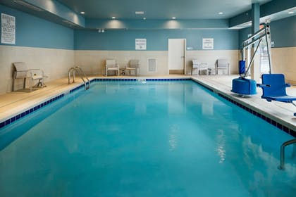 Pool | Holiday Inn Express & Suites Medford