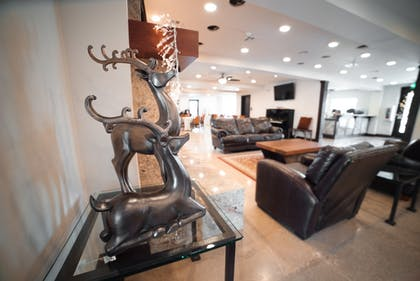 Lobby Sitting Area | Luxury Lodge & Spa, Cabins, Camping, Glamping, and RV w/full hook ups-