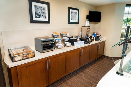 Restaurant | Staybridge Suites Newark - Fremont