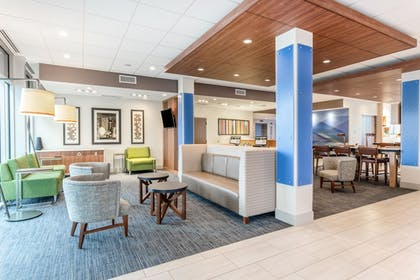 Lobby Sitting Area | Holiday Inn Express & Suites Springfield North