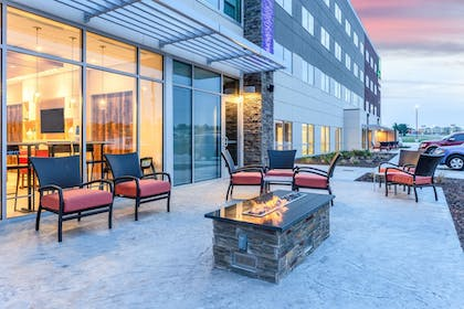 Terrace/Patio | Holiday Inn Express & Suites Springfield North