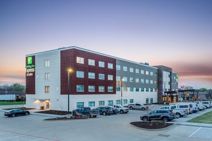 Exterior | Holiday Inn Express & Suites Springfield North
