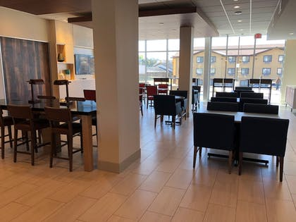 Restaurant | Holiday Inn Express & Suites Springfield North