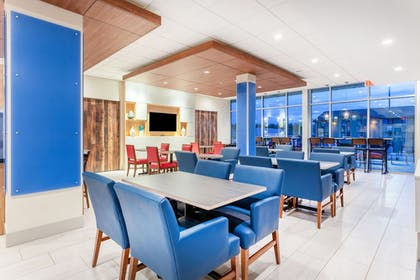 Breakfast Area | Holiday Inn Express & Suites Springfield North