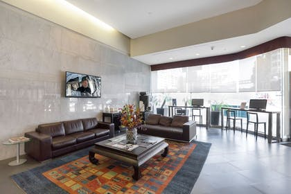 Lobby Sitting Area | 1010 WILSHIRE SERVICED APTS