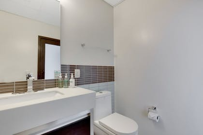Bathroom | 1010 WILSHIRE SERVICED APTS