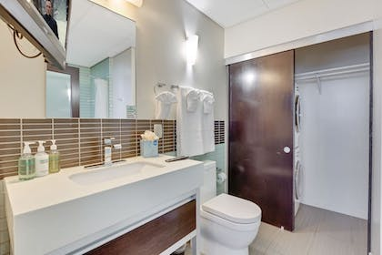 Bathroom Amenities | 1010 WILSHIRE SERVICED APTS