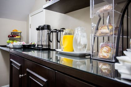Breakfast Area | The Hotel Hollywood