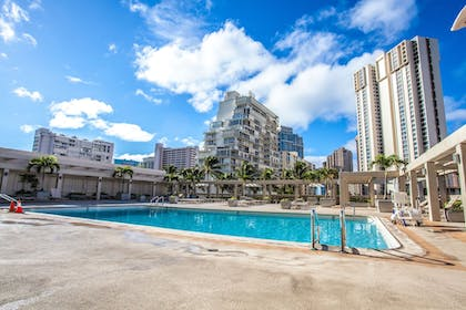 Outdoor Pool | Ala Moana by Hostie