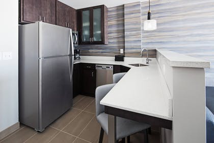 Private Kitchen | Residence Inn by Marriott Knoxville Downtown