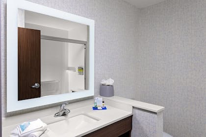 Room | Holiday Inn Express & Suites Madison