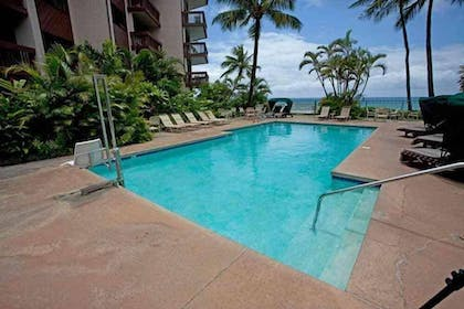 Outdoor Pool | Suites at Hono Koa