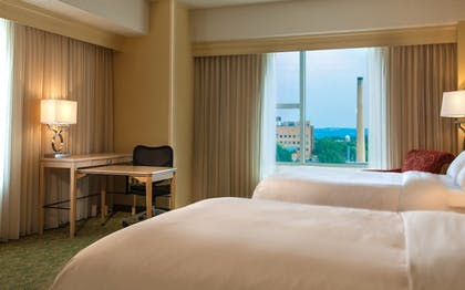 Guestroom | Kingsgate Hotel and Conference Center
