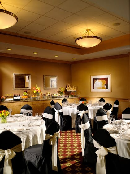 Restaurant | Kingsgate Hotel and Conference Center